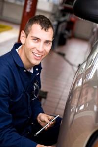 smiling auto technician, auto repair, glendora, convina, west covina, san dimas